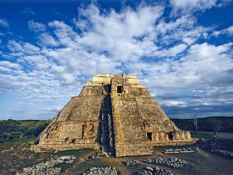 pyramid_of_magician_uxmal_1200